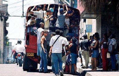 http://cubana100porciento.files.wordpress.com/2011/10/cuba-transportes-oficiales-21.jpg
